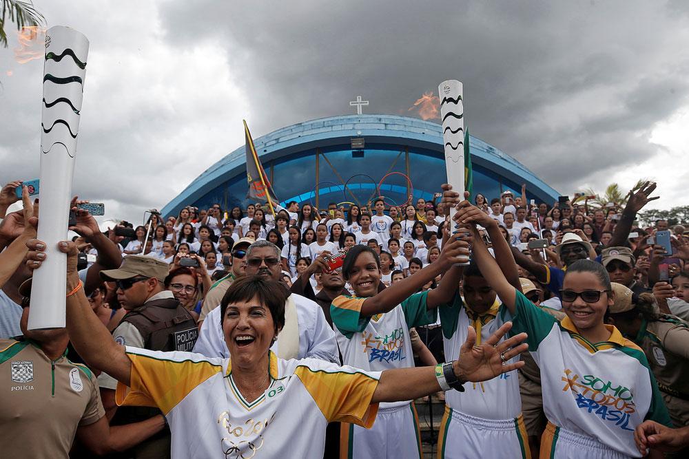 Enquanto tocha olímpica viaja pelo Brasil, casos de doping são reavaliados pelo COI