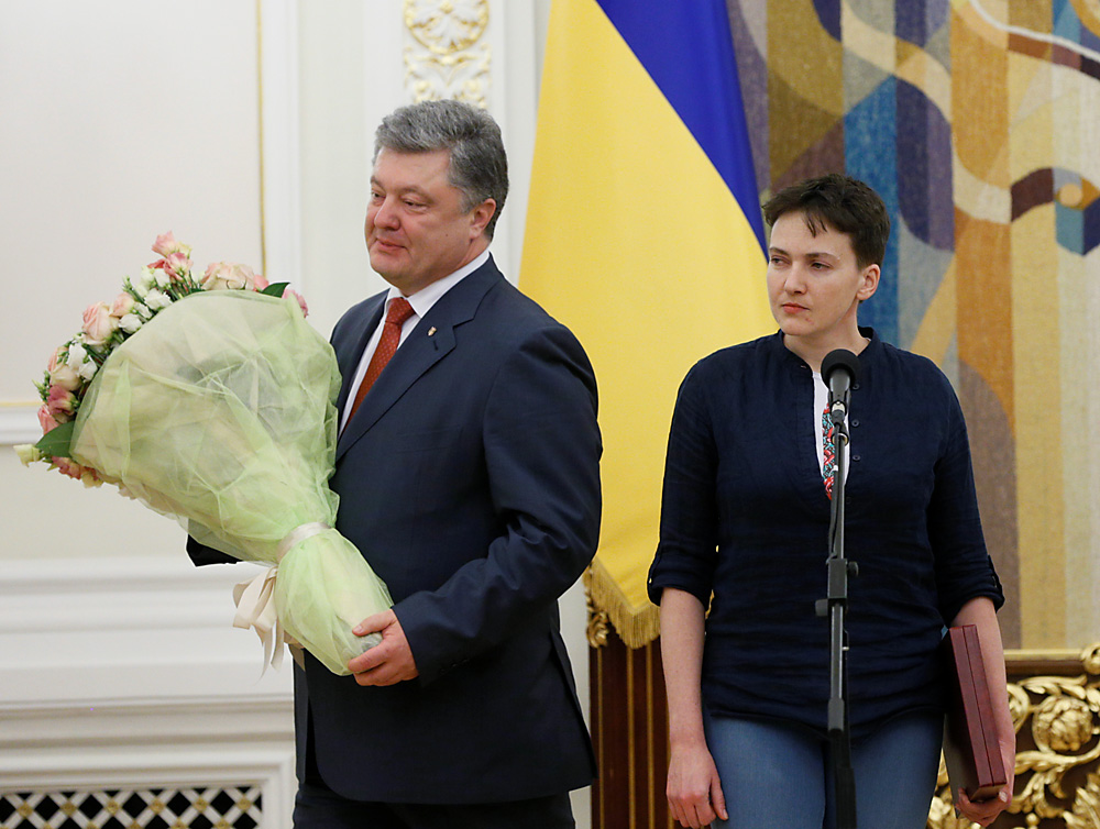 Ukrainian President Petro Poroshenko departs after honouring Ukrainian servicewoman Nadiya Savchenko with a Hero of Ukraine Golden star in Kiev,  May 25, 2016.