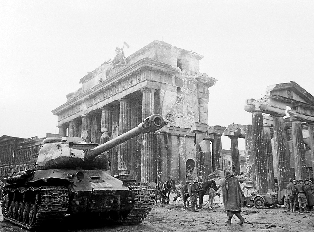 A Soviet tank near the Brandenburg Gate in Berlin. May of 1945. Source: V. Grebnev / TASS