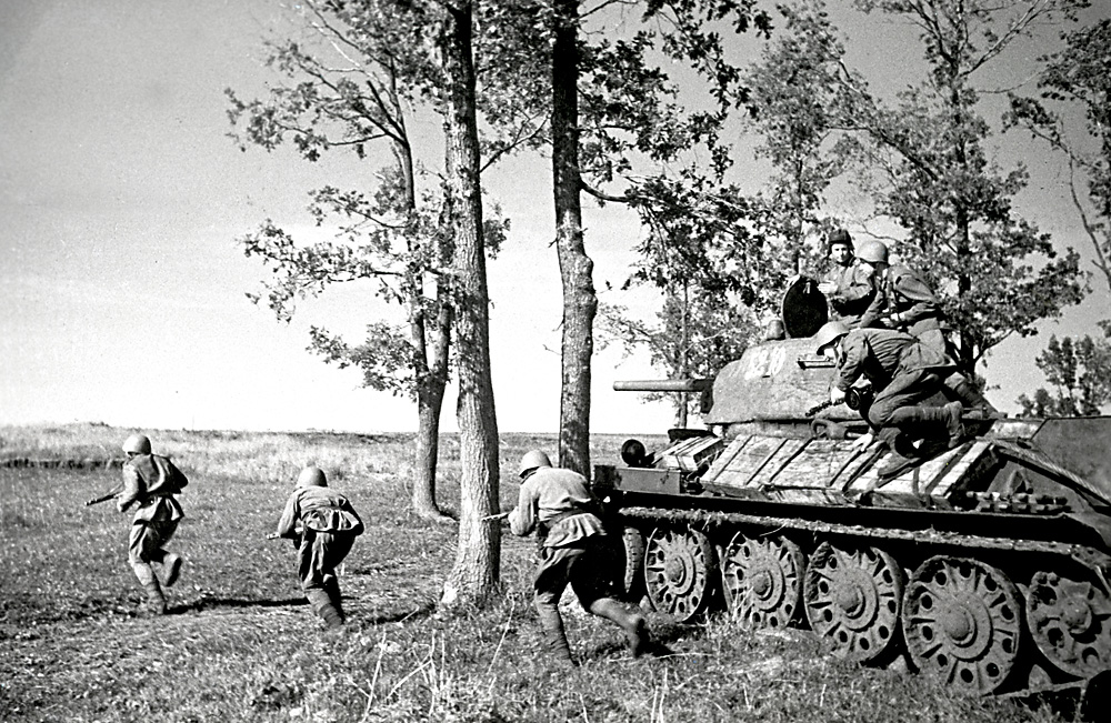 Soviet soldiers in the Battle of Kursk. July 1943. Source: