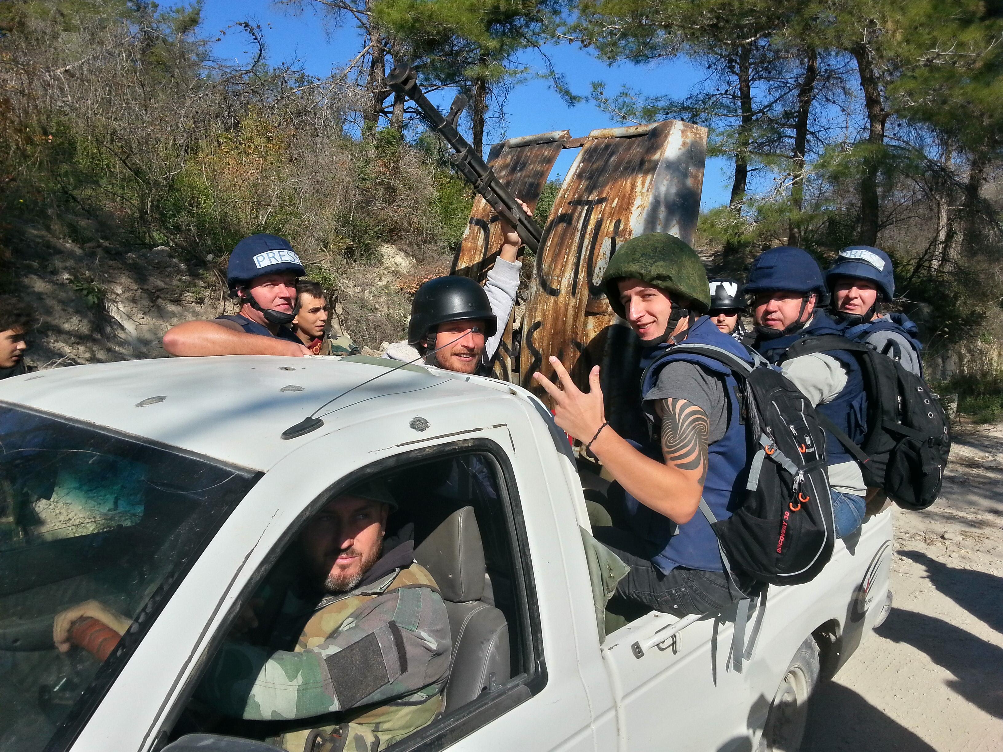 Сирийските военни водят руските журналисти да снимат в близост до фронтовата зона.