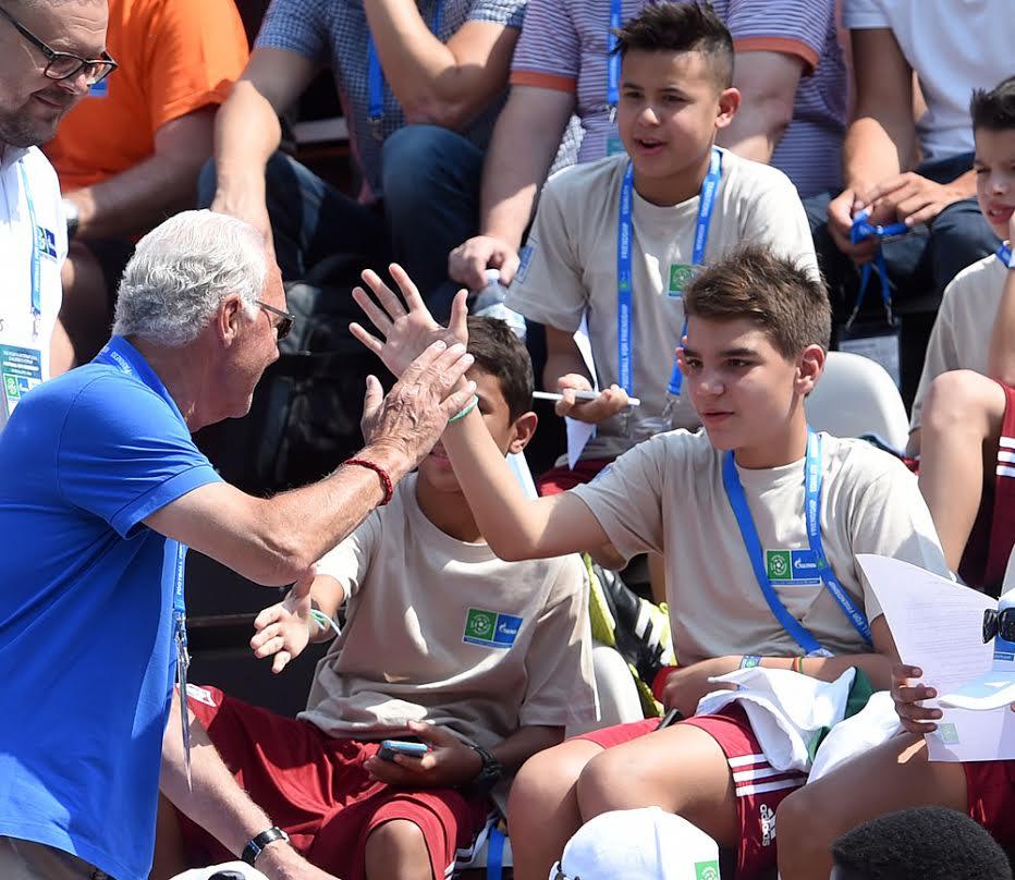 Franz Beckenbauer, ambasciatore del progetto Football For Friendship