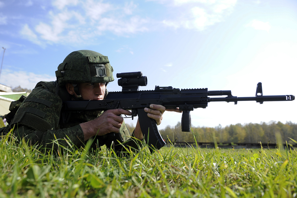 The advantage of the AK-12 is its redesigned trigger mechanism that allows the machinegun to be recharged with one hand.