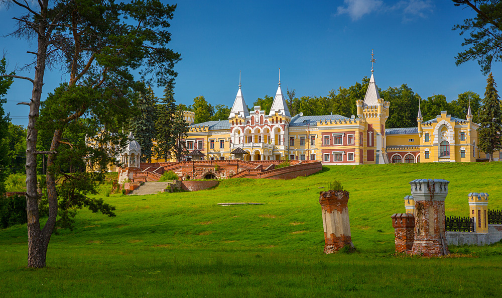 7 Russian fairytale castles that guidebooks are hiding from you