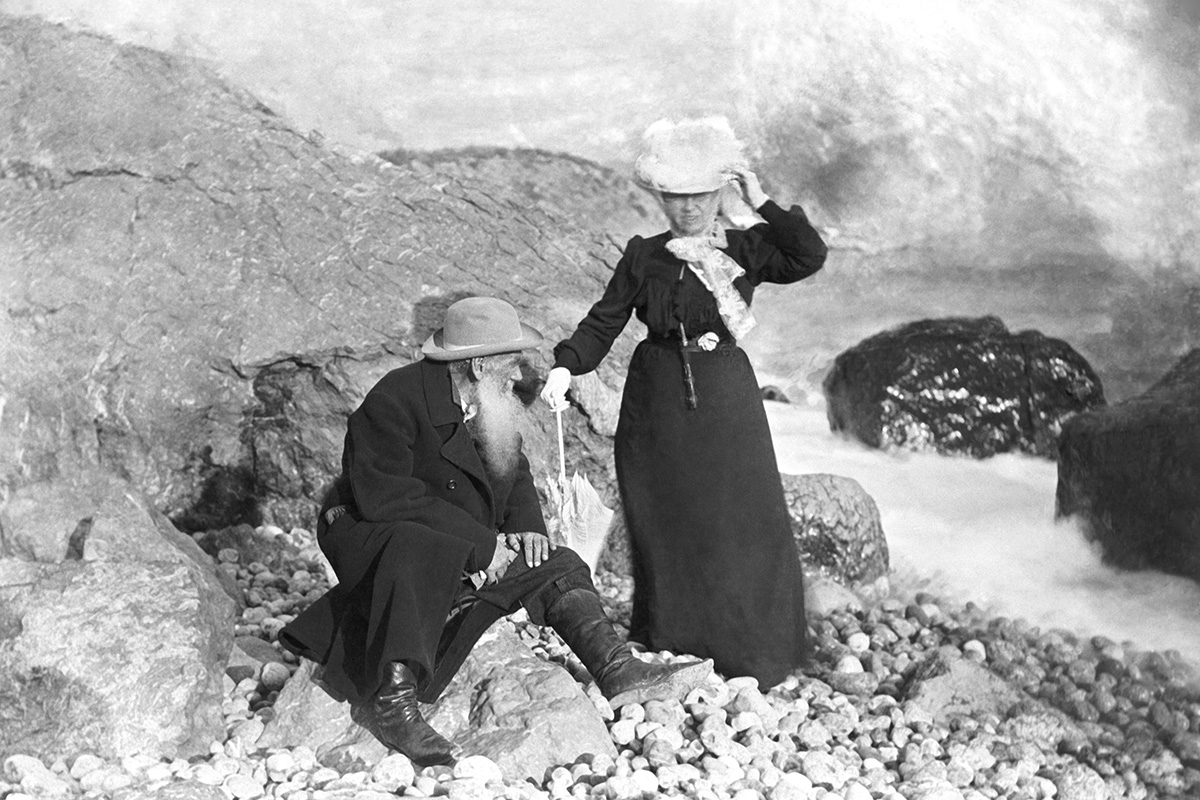 Miskchor, Crimea. Leo Tolstoy with spouse Sophia on the seashore near Gaspra, where they lived in an estate.