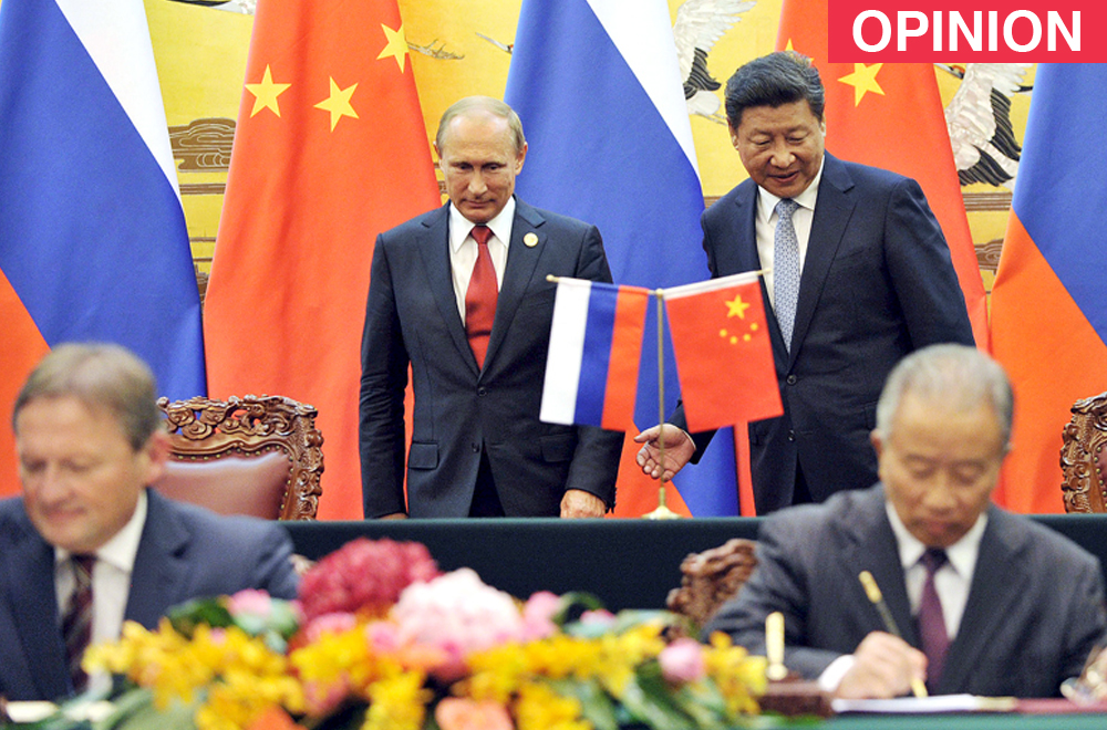 Chinese President Xi Jinping (R, back) attends a signing ceremony with Russian President Vladimir Putin (L, back) at the Great Hall of the People in Beijing, China.