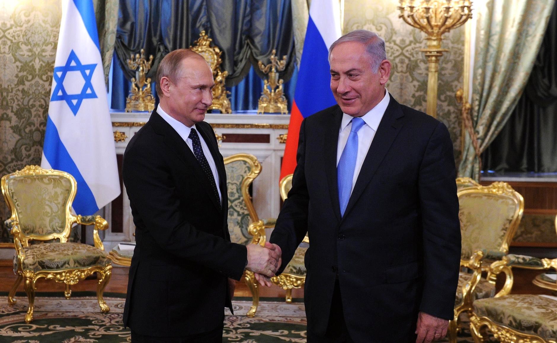 Russian President Vladimir Putin (L) and Israeli Prime Minister Benjamin Netanyahu (R).