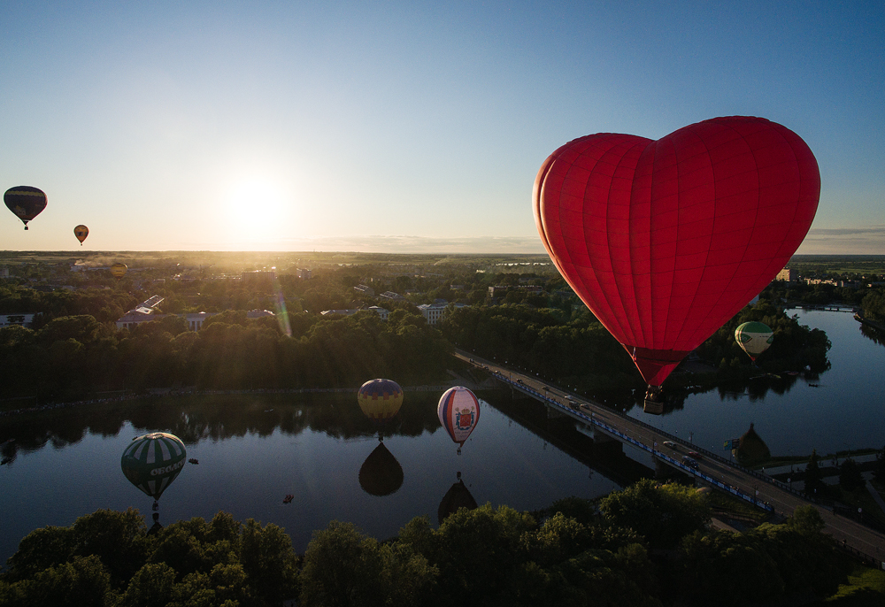 Participants of the 21st international meeting of balloonists in the city of Velikie Luki, Pskov Region.