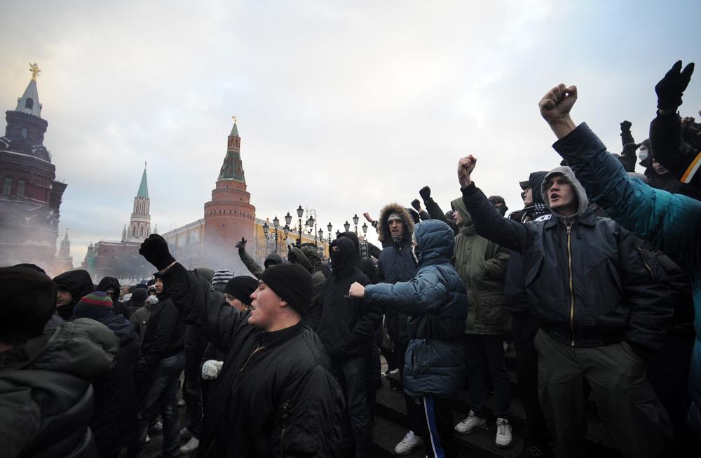 Moscou, Russie, le 11 décembre 2010. Des manifestants se sont réunis sur la place du Manège pour commémorer le supporter de Spartak, Egor Sviridov, tué quelques jours avant. Crédit : Maxim Shemetov/TASS