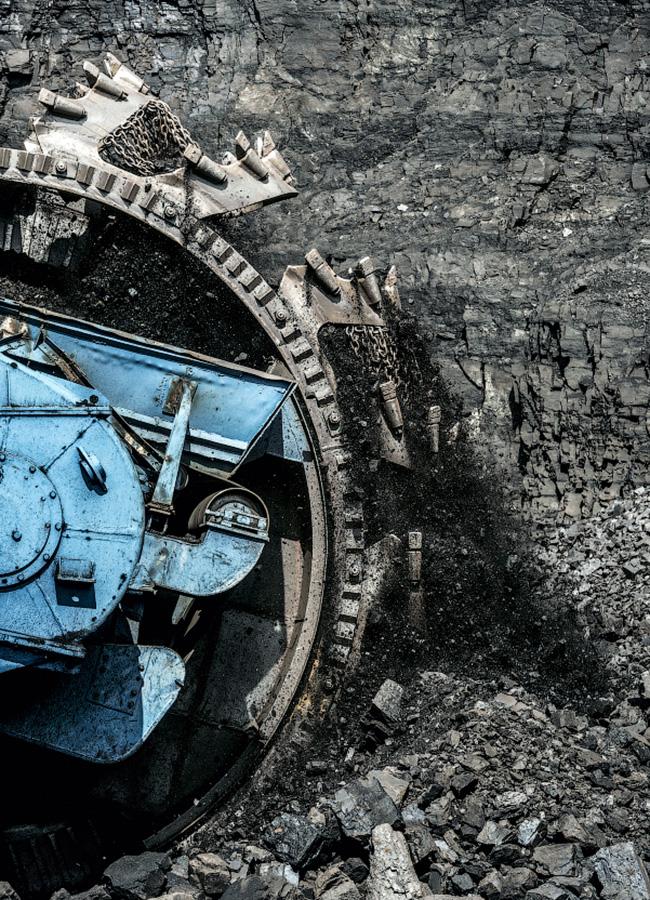 Questa scavatrice ovviamente ha ruote gigantesche