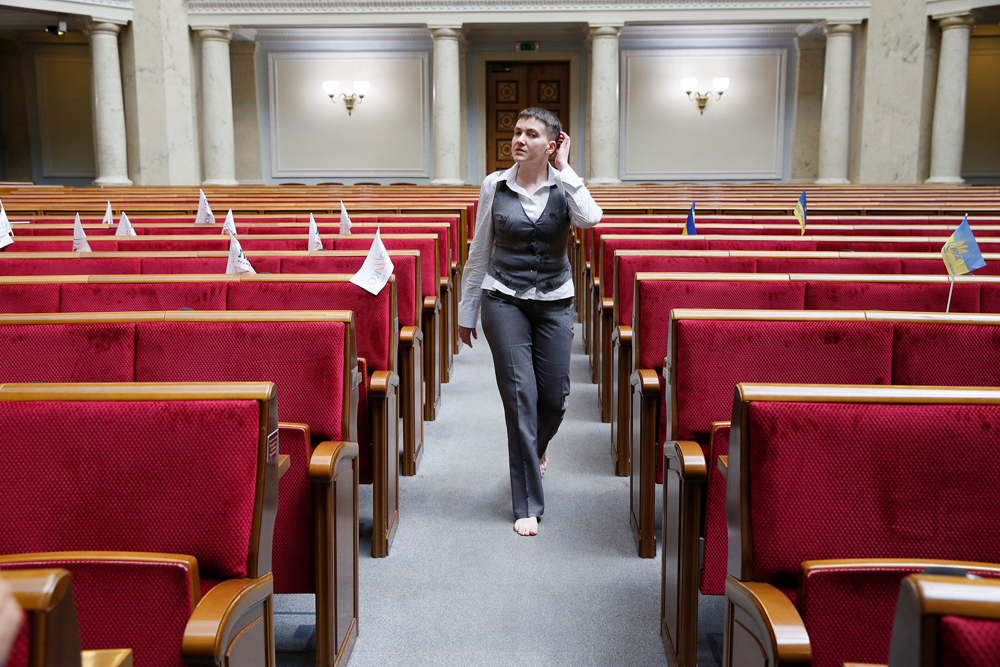Ukrainian servicewoman Nadiya Savchenko walks barefoot as she visits the parliament in Kiev, Ukraine, May 27, 2016.