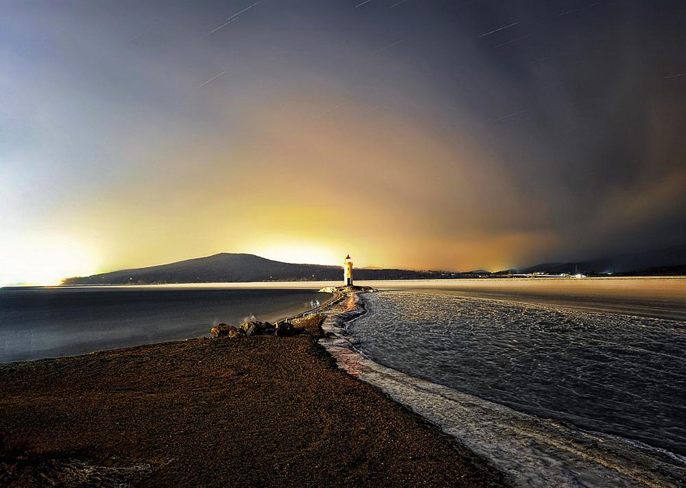 トカレフスキイ灯台 =ユーリイ・スミチュック