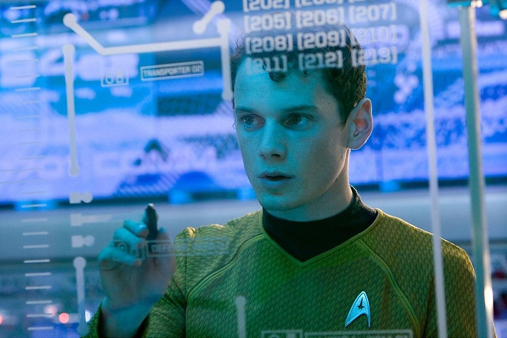 "Die größte Berühmtheit erlangte der Schauspieler als russischsprachiger Weltraumforscher Pawel Tschechow in der Science-Fiction-Reihe ""Star Trek"". // ""Star trek"" (2009)"
