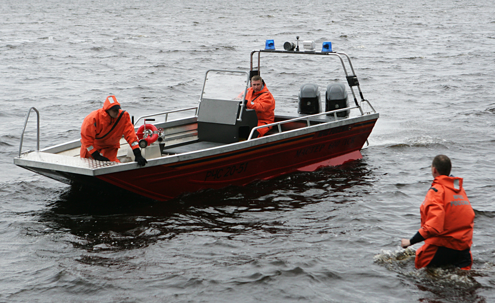 Rescuers on the Lake Syamozero in Karelia.