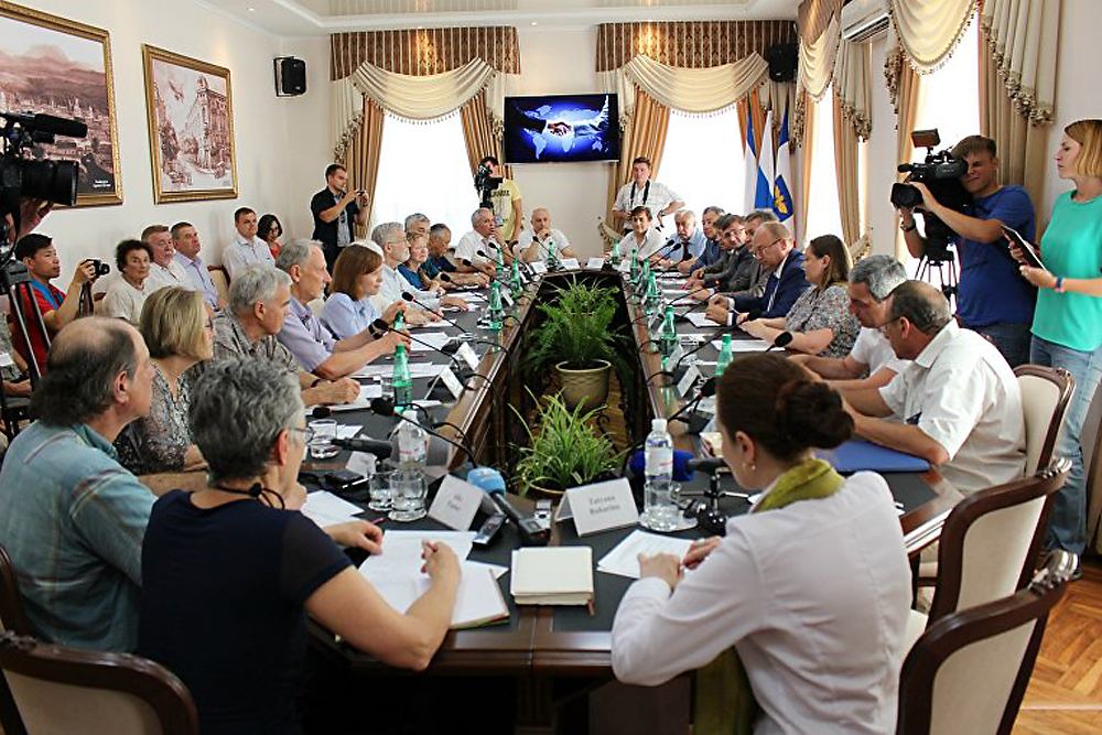 U.S. delegation visits Simferopol, June 21, 2016.