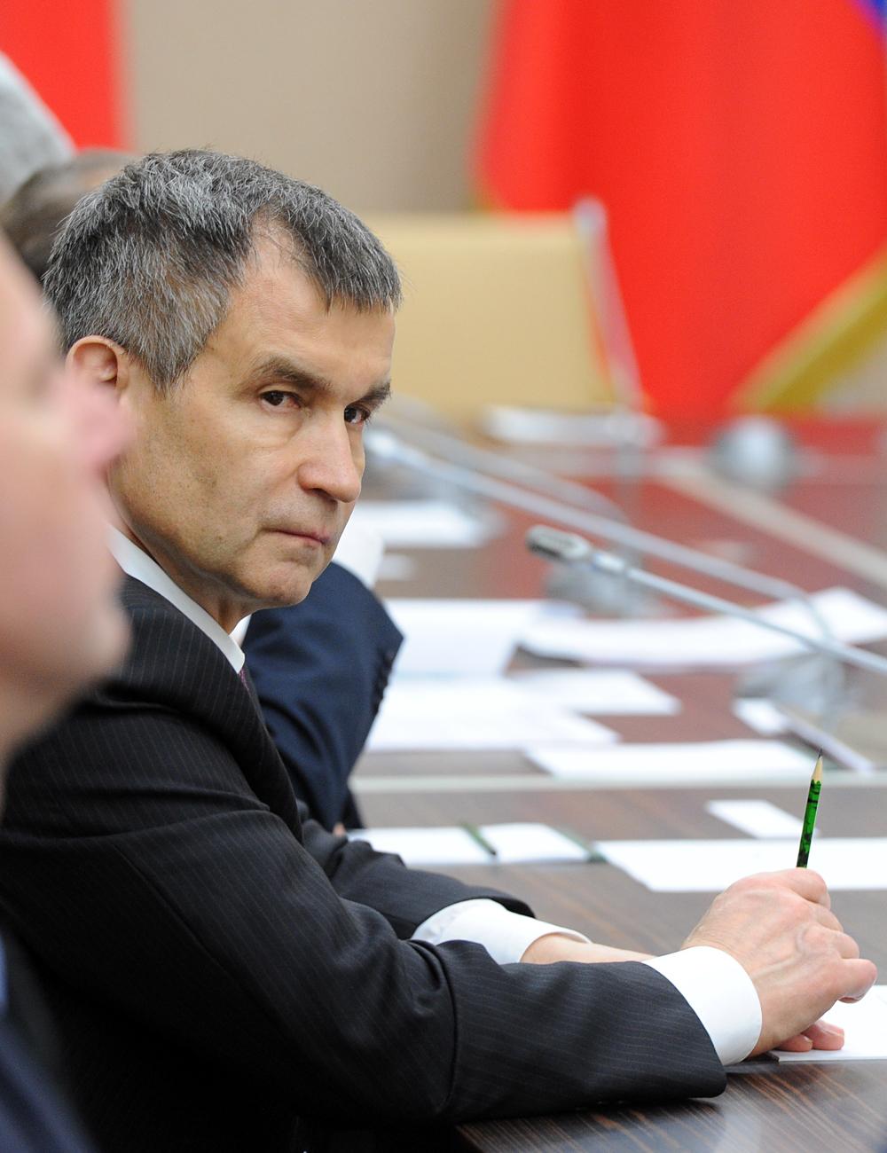 Rachid NourgalievnAu KGB : dès les années 1980, directeur du KGB de la République de Carélie.nAprès : ministre de l'Intérieur de 2004 à 2012 ; actuellement, secrétaire adjoint du Conseil de sécurité de la Fédération de Russie.n