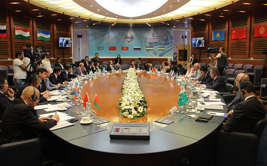 SCO leaders approve signing of memorandums on obligations for India and Pakistan to join SCO.