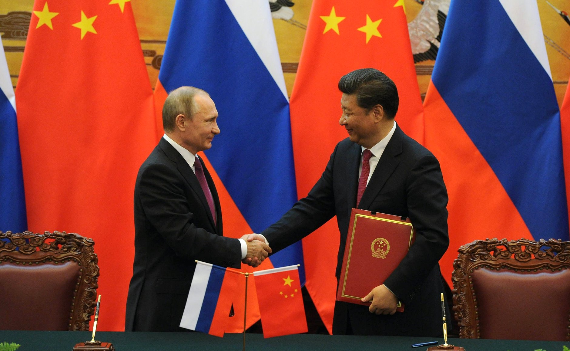 Vladimir Putin (L) and Xi Jinping (R) in Beijing on June 25, 2016.