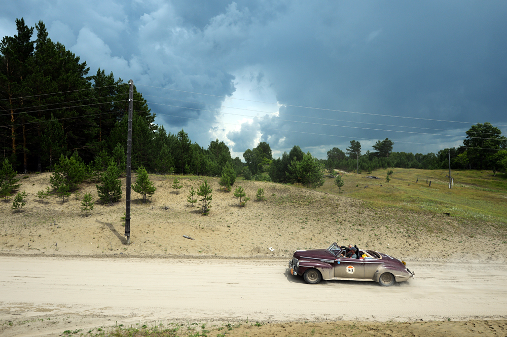 Buick Super 8 (1941) takes part in the Peking to Paris Motor Challenge-2016 in the Altai Region.