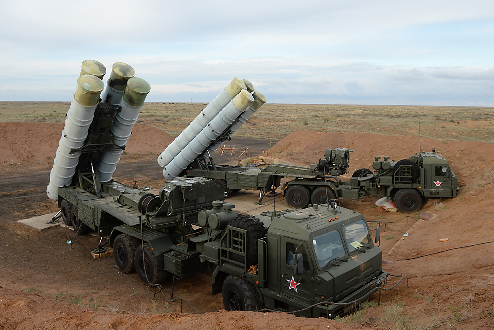 The S-400 Triumf anti-aircraft system system at the Ashuluk training ground in the Astrakhan Region. China expects to receive four units in 2018.
