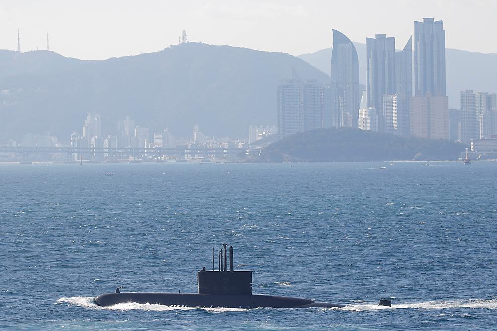 Kapal selam tersebut nantinya direncanakan dapat mengangkut 20 hingga 40 penumpang dan menyelam di kedalaman 24 meter.