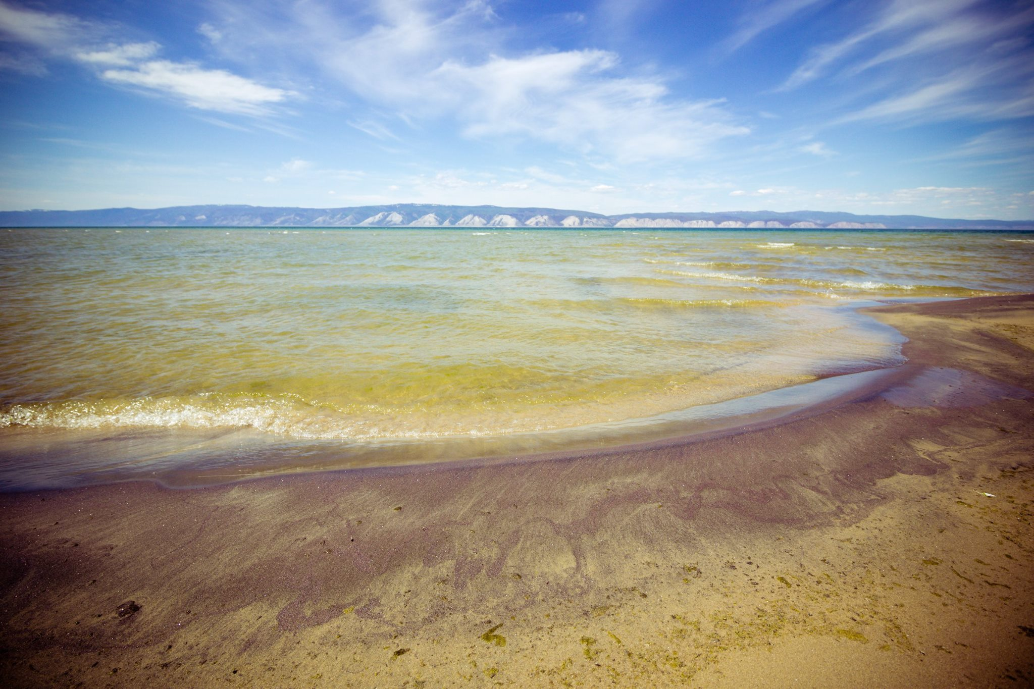 Attualmente una crescente quantità di rifiuti sta minacciando il fragile ecosistema del lago