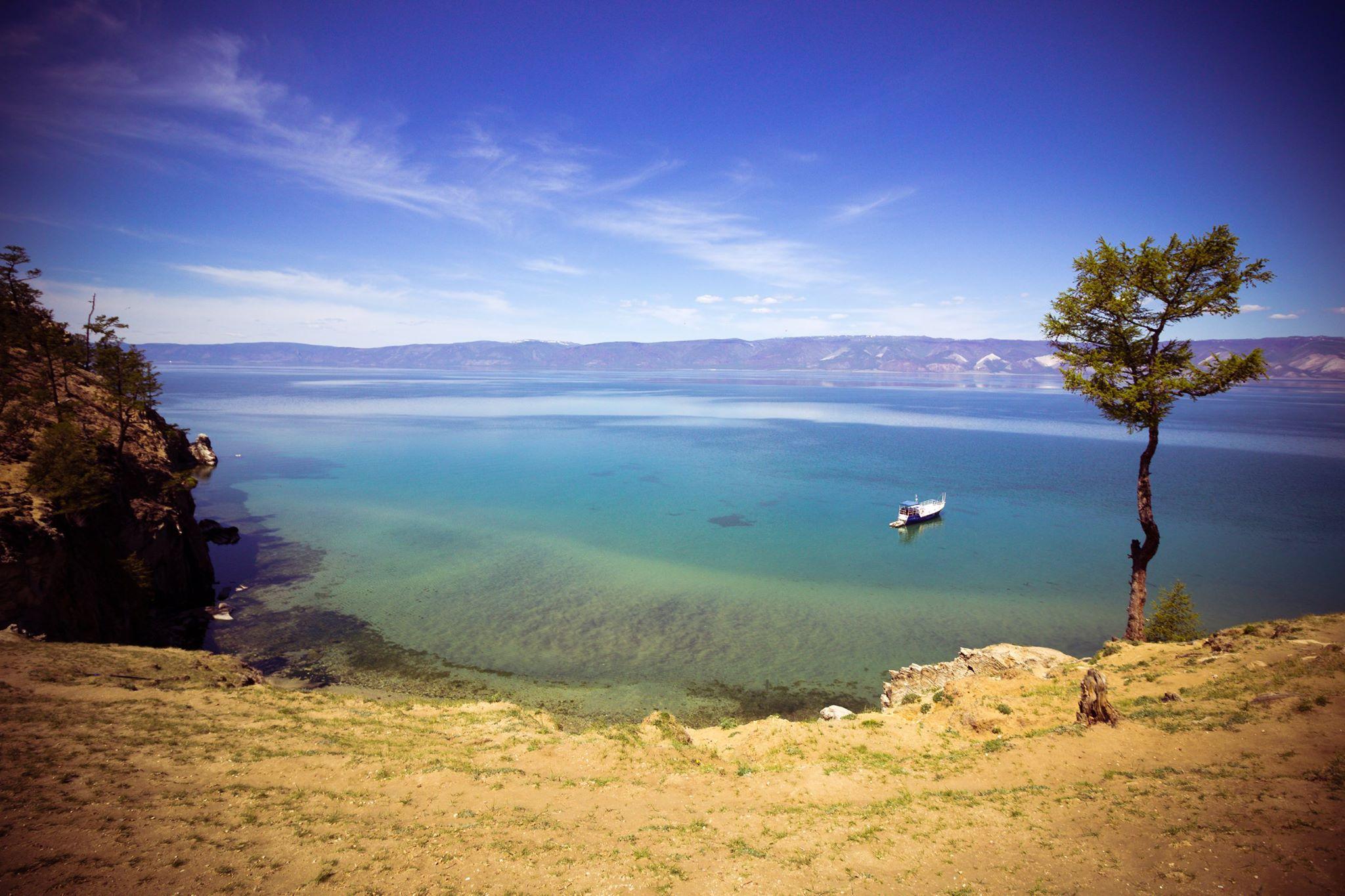 Qui si trovano oltre 1.400 specie animali e vegetali e ogni anni vengono scoperte nuove forme di vita. Nel 1996 il lago è stato posto sotto la tutela dell'Unesco come patrimonio dell'umanità