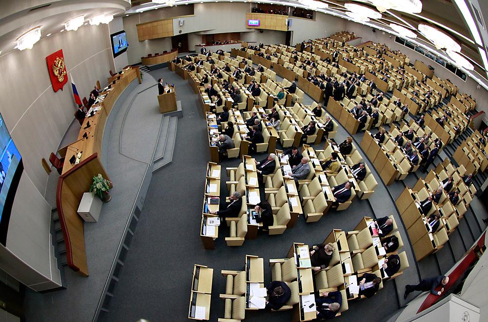 """Der eifrig betriebenen Gesetzgebung wegen haftet der Duma im Volksmund bis heute das Etikett eines """"unkontrollierten Papierdruckers"""" oder auch einer """"Gesetzestextpresse"""" an."""