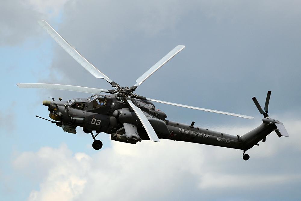 Helicóptero Mi-28N realiza voo de demonstração no show aéreo Aviamix