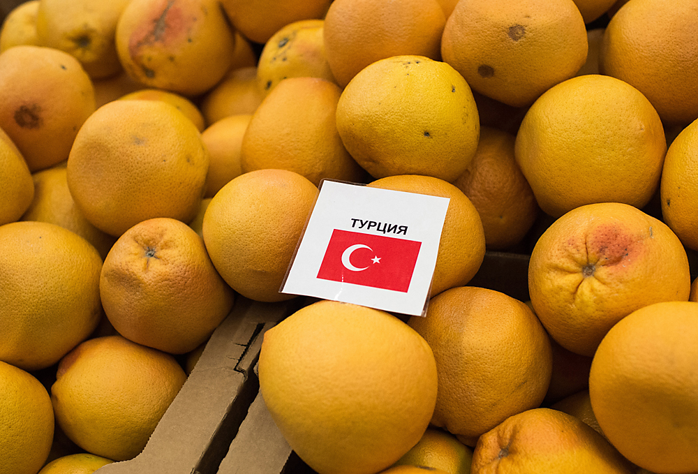 For a long time, Turkey was the main supplier of fruits and vegetables to Russia, but during the first seven months after the rupture in trade, their supplies were embargoed. Source: Alexey Malgavko/RIA Novosti