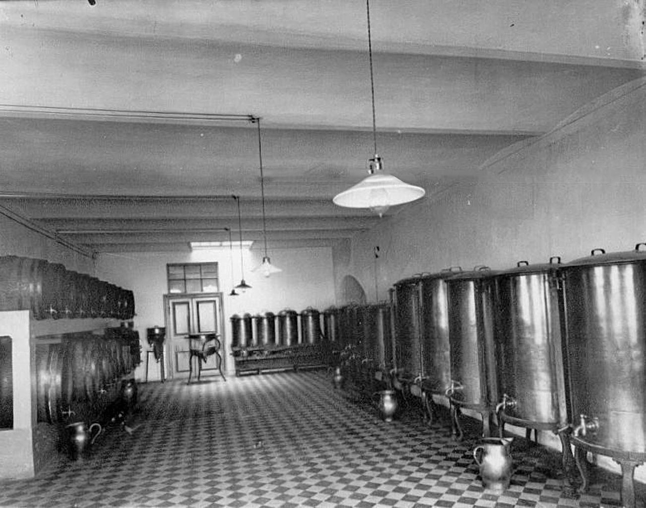 In 1911 Keller and K° was awarded the Gran-Prix at the universal exposition in Turin. After winning many competitions this was to be the company's last major prize. Ironically this award preceded prohibition laws introduced in Russia at the beginning of World War I. // A wine cellar.