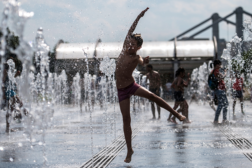 A boy enjoys hot summer days in Moscow's Museon park, July 1, 2016.