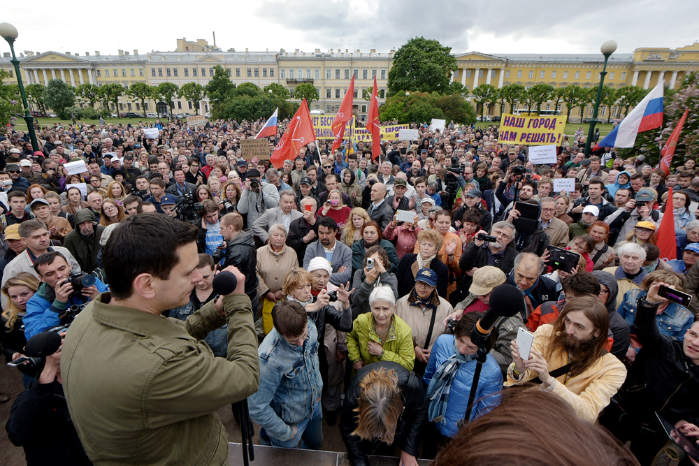 "Kadyrov's call in the mid-1990s for Chechen guerillas to kill as ""many Russians as you can"" are still remembered by many. Photo: People protest in St. Petersburg against the naming of a bridge after the first president of Chechnya."