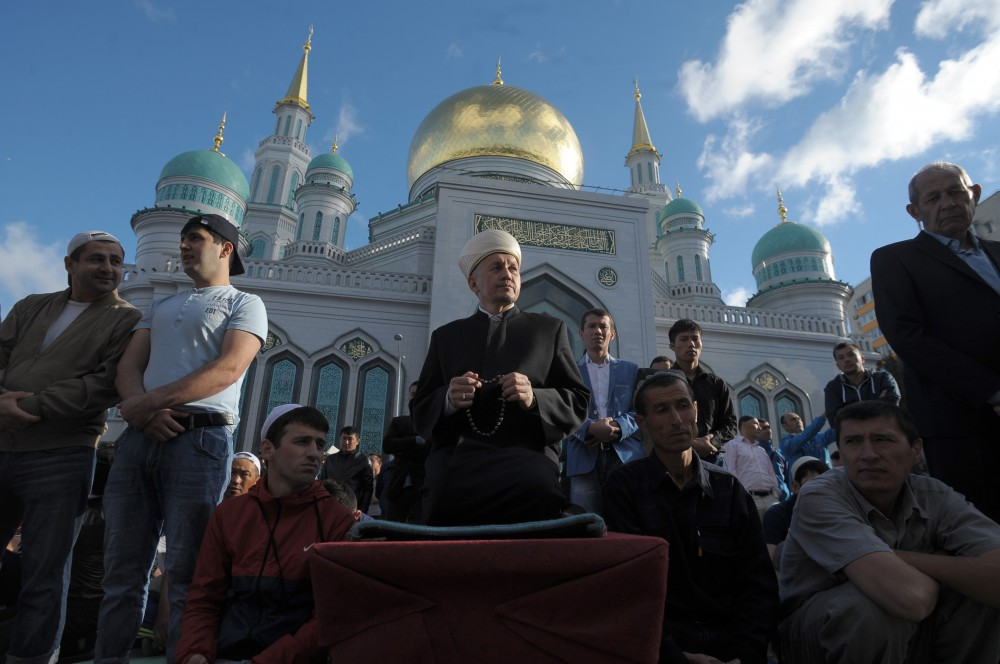 More than 200,000 Muslims began celebrations of the holy festival of Eid al-Fitr in Moscow on July 6, starting with celebratory prayers at the city's mosques.