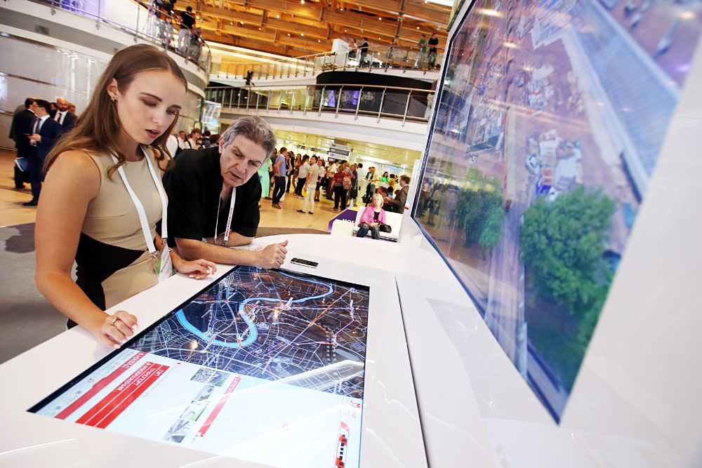 Visitors looking at a Moscow map at the 2016 Moscow Urban Forum at the Manezh Central Exhibition Centre.