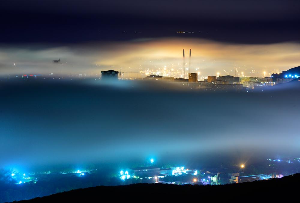 Najpomembnejše rusko mesto na pacifiški obali v večerni meglici.