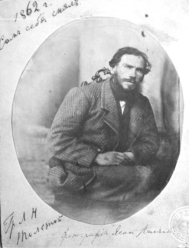 Selfies. Assim como seus contemporâneos, Tolstói arrastado pela moda da fotografia na década de 1860. Possuía várias câmeras e, em 1862, tirou uma foto que poderia ser melhor descrita como um 'protótipo de selfie'. Apesar de gostar muito mais de retratos, era o fotojornalismo que ele considerava o tipo mais promissor da fotografia.