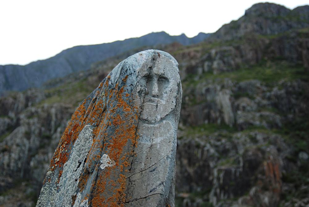 Памятник древнему тюркскому воину (каменная баба). Горный Алтай.