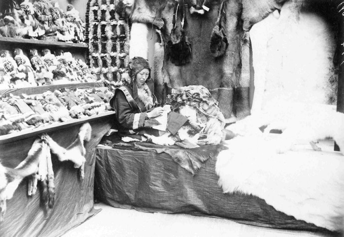 The prices for the main goods (tea, metal, fish, salt, furs) to be sold in the country were often established there. / Trades of the Russian North.