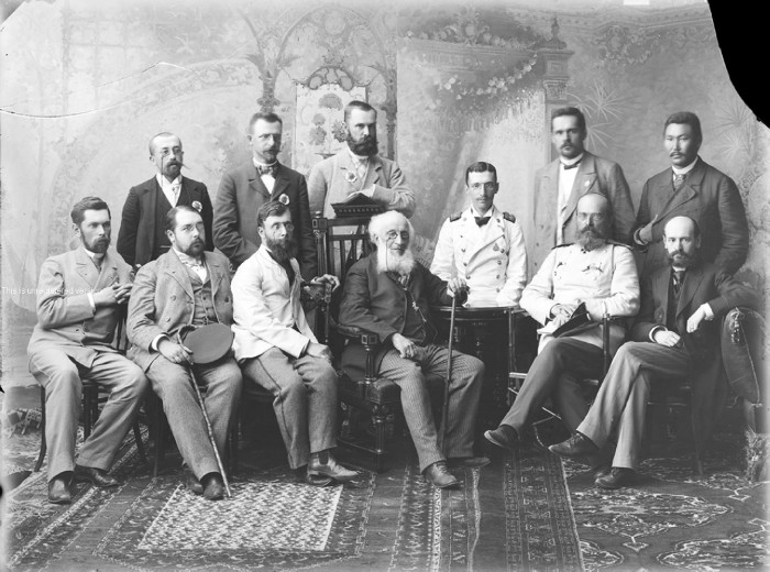 The first time that a large-scale event such as the All-Russia Fair took place outside the capital was in 1896. / Group portrait of fair participants.