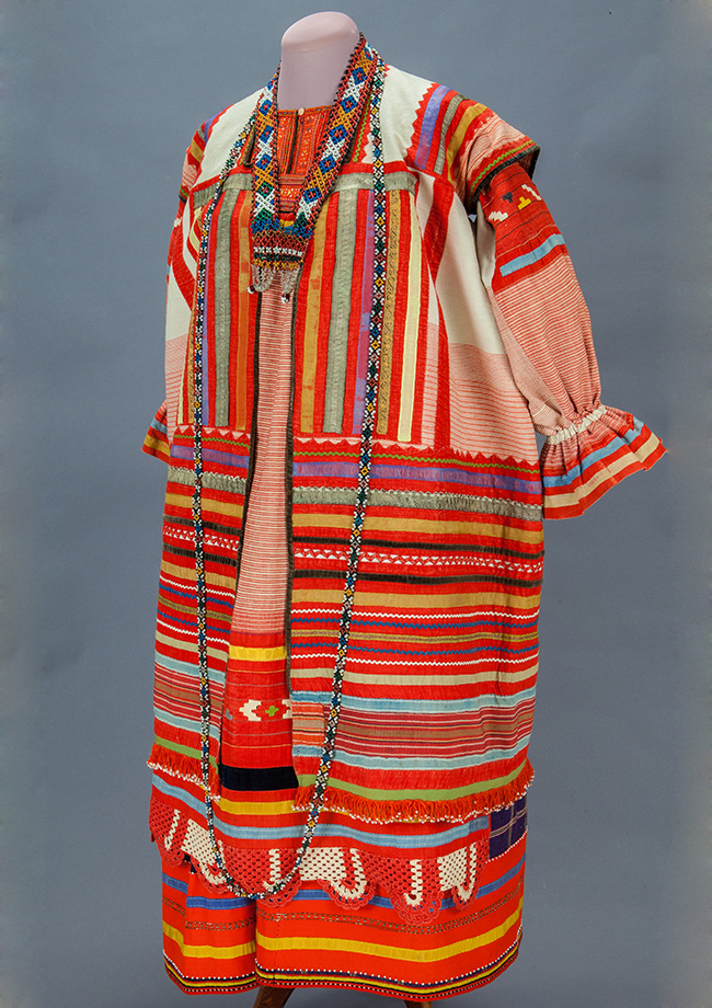 The Moscow Historical Museum (Ploshad Revolyutsii 2/3) is currently showing an extensive collection of traditional festive clothing of the peoples of Russia for the first time. / Female outfit. Province of Ryazan. End of the XIX century.