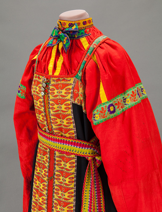The fabrics and costumes collected demonstrate the history of textiles in Russia from the 12th century and the history of costumes from the 16th century. / Female outfit. Village of Tengushevo, province of Penza. Second half of the XIX century.