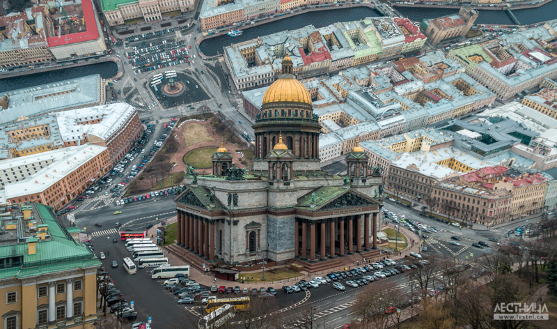 The mathematical formula was processed into a program that calculates how the helicopter moves. / Saint Isaac's Cathedral, St. Petersburg.