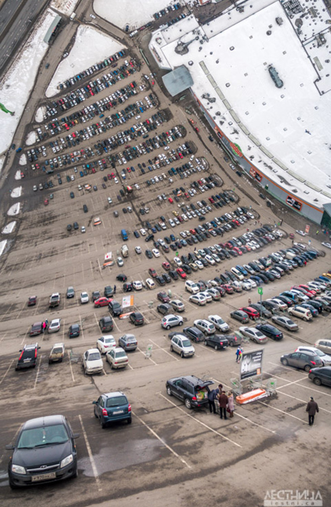 The company 'Lestnica' presents unique panoramic images, with bending horizons. / Parking lot, Vladimir.