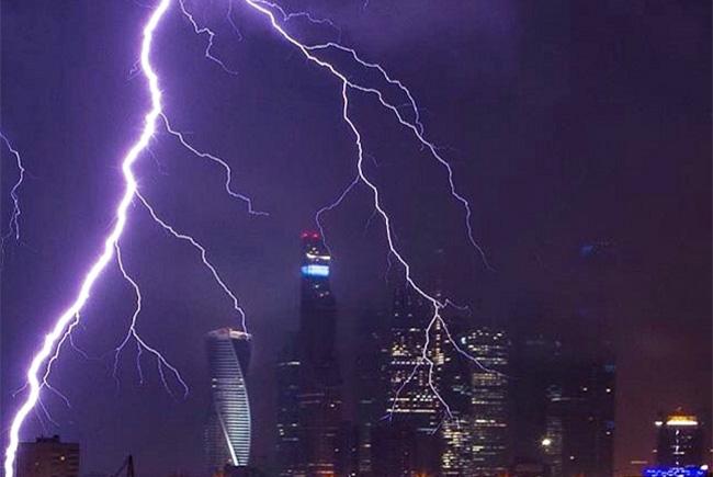 Apesar das fortes rajadas de vento e chuva de raios, tempestade não foi a pior da história
