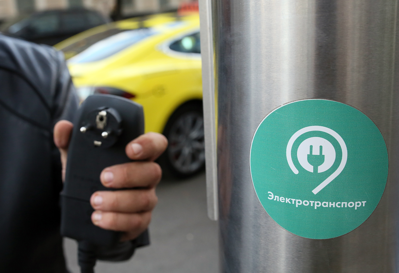 Alexander Shavrin ordered an electric car from the U.S. despite the fact that neither Perm nor the Perm Region yet has an electrostation. Photo: A charging station at a public parking lot in Moscow.