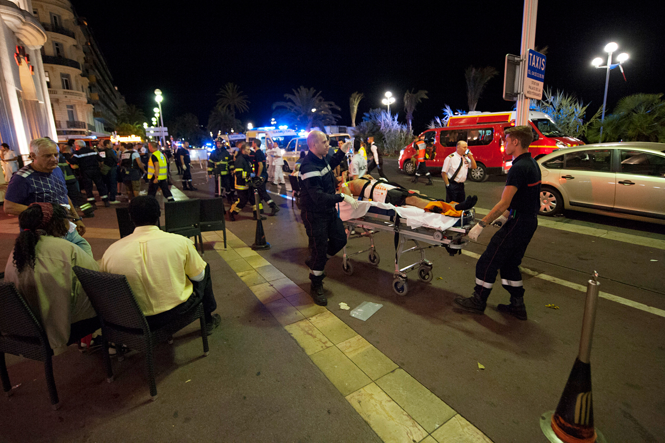 Wounded people are evacuated from the scene where a truck crashed into the crowd during the Bastille Day celebrations in Nice, France, 14 July 2016.