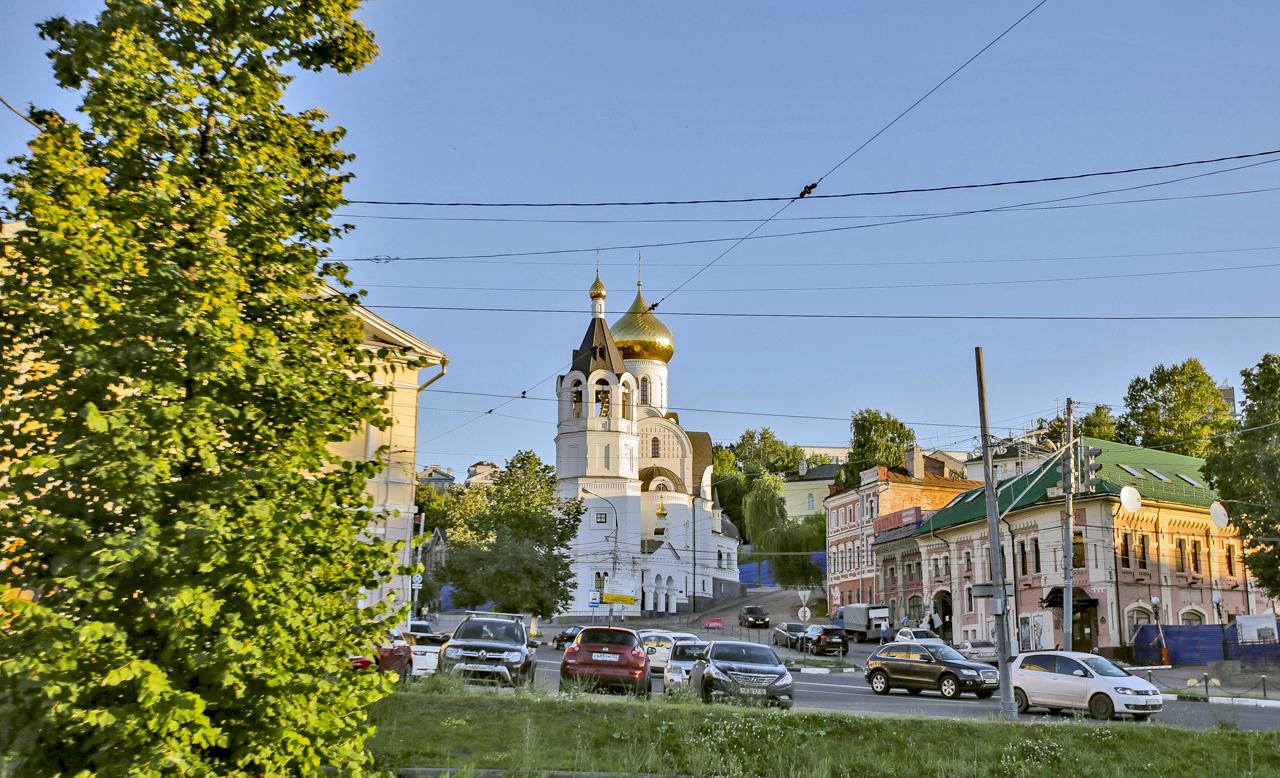 """Нижни Новгород (420 км от Москва) е петият по население град в Русия и (логично) столица на Нижегородска област. Наричан от жителите си на галено """"Нижни"""", той не бива да се бърка с Велики Новгород."""