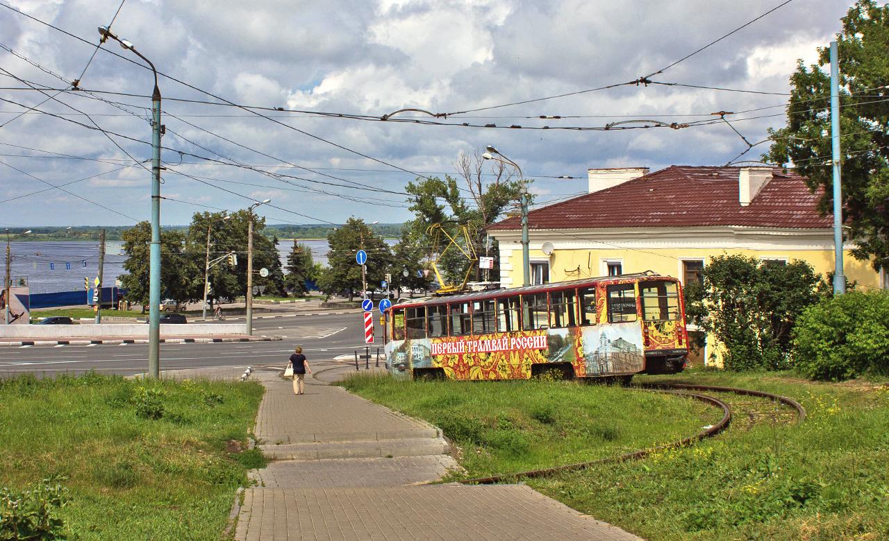 Нижегородска област е дом на половината от занаятите, свързвани с образа на Майка Русия в общественото съзнание: матрьошките, приборите за хранене с хохломски мотиви, городецките рисунки, филигранните орнаменти. Нищо чудно, че местната гордост е изложена на всеки ъгъл: всичко е украсено с хохломски мотиви – от салфетките до трамваите.