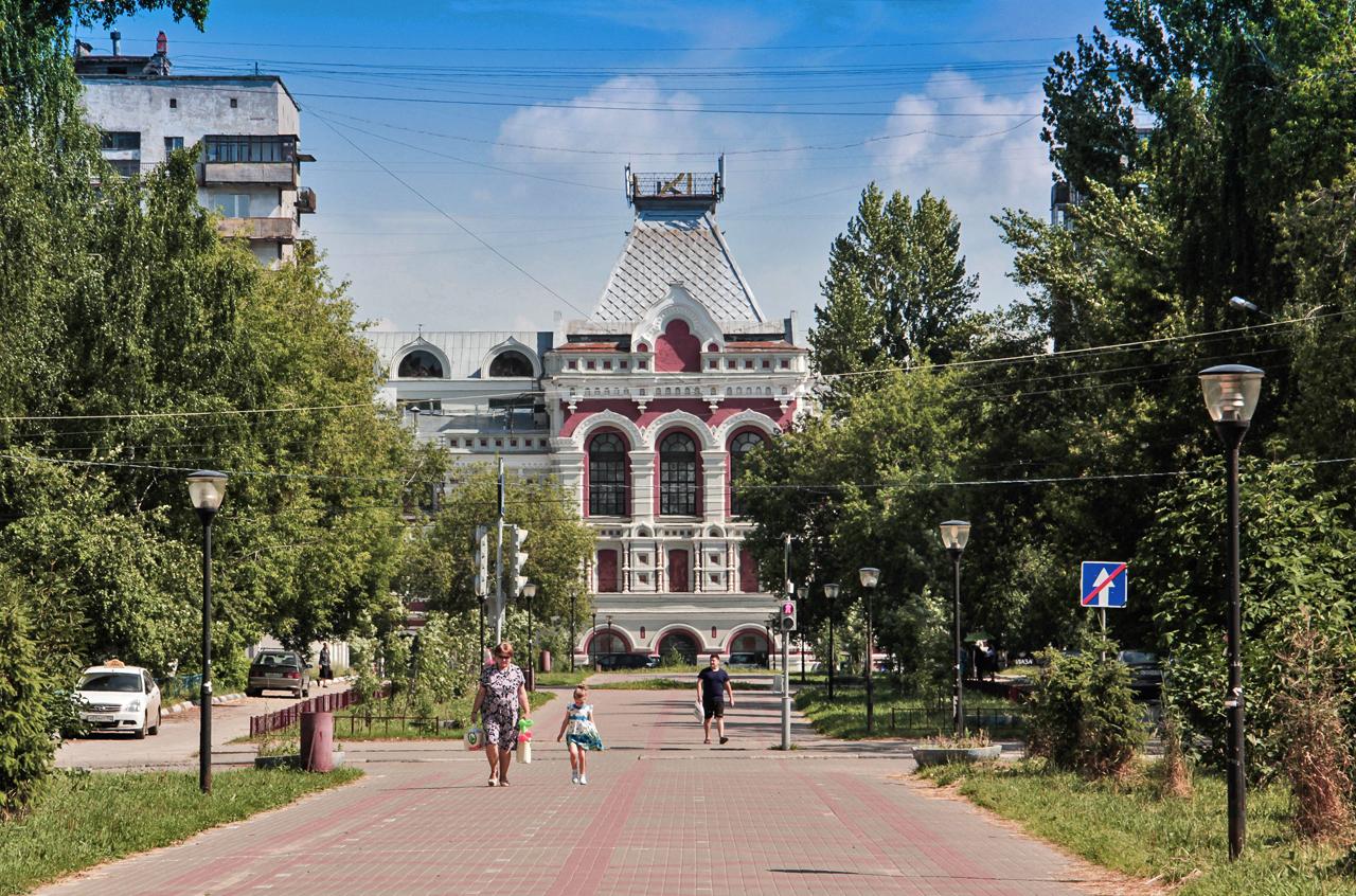 Нижни Новгород е център за търговия още от древни времена. Най-старият търговски маршрут, свързващ Европа с Азия, е минавал направо през града. Без съмнение, символът на градската търговия е сградата на Нижегородския панаир, построена през 1896 г. за откриването на Общоруския панаир на изкуството и търговията. Научете повече тук: Първият руски автомобил в архивни фотографии.